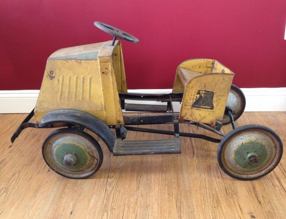 collectibles from the past    collectibles  antiques from the past antique toys vintage toys toy collection 1920 STEELCRAFT 5-TON MACK PEDAL CAR 1
