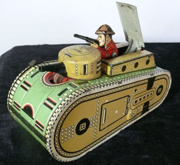 MARX TANK MILITARY TIN TOY WIND UP collectibles from the past    collectibles  antiques from the past 1930s Marx Laughing Cows Whoopee Car Tin Wind Up antique toys vintage toys toy collection
